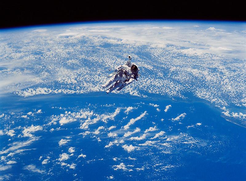 أول امرأة تسافر إلى الفضاء