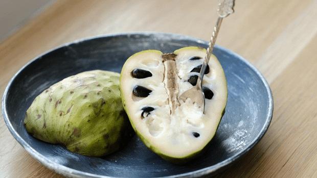 فاكهة السرسوب (الغرافيولا) : الفوائد والاستخدامات الصحية